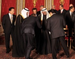 "President Obama, back to camera, ""bows"" before King Abdullah of Saudi Arabia, April 1, 2009 (AP Photo/John Stillwell/pool)"